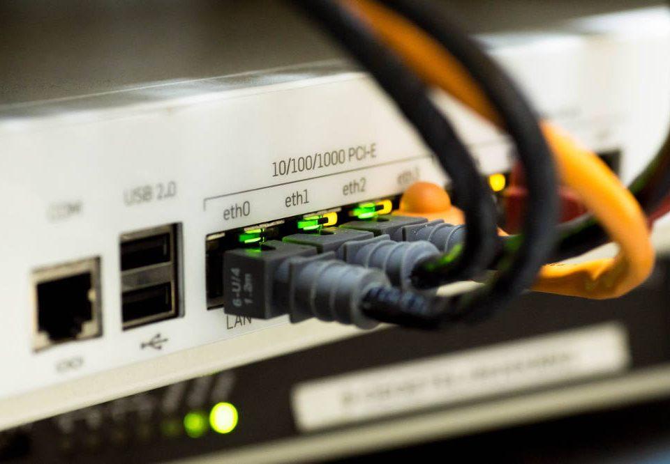 jak działa internet światłowodowy